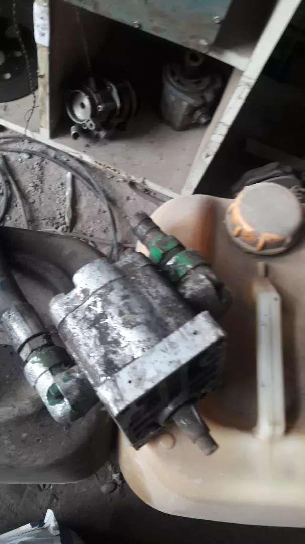 Tengo 6 cindros la bomba de aceite los mandos hidraulico 0