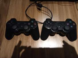 Vendo Ps3. Con 2 comandos.