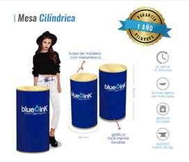 Mesa plegable cilíndrica MDF con publicidad intercambiable.