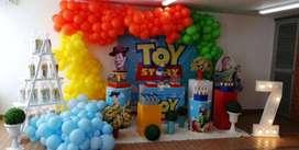 montaje para fiestas infantiles, articulos para derocacion de eventos, fondos, portatortas, mesas cilindros