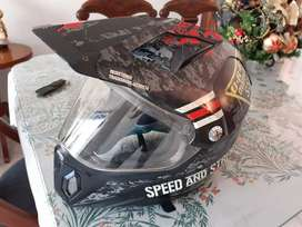 VENDO Casco Speed and Strenght Excelente estado