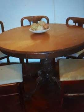 Juego comedor estilo inglés (mesa redonda/ovalada + 4 sillas)