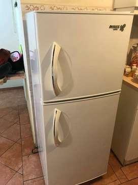 Lavadora, Secadora, Refrigeradora, tanques de gas en perfecto estado.