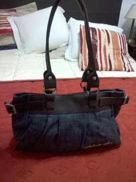 Cartera Jean Solido Inc