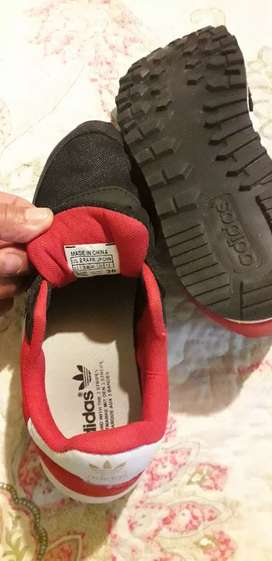 Vendo  Adidas  zapatillas  Hombre