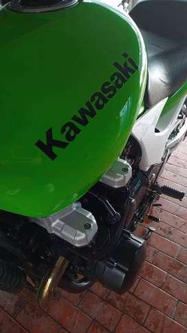 kawasaki zr7 750cc
