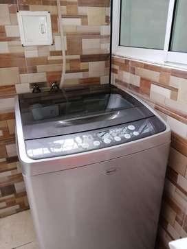Lavadora Haceb 11 KG 1 año de Uso