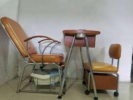 Mesa para manicure y pedicure con sillas