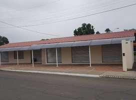 Arriendo Farmacia y  locales comerciales ubicados en la Vía Santa Ana Parroquia Colón.- Portoviejo - Manabí