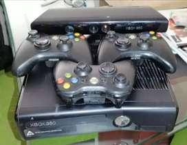 Vendo consola X-box 360 con 3 controles originales +kinet