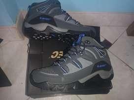 Zapatillas hi-tec nuevas en caja talla 41