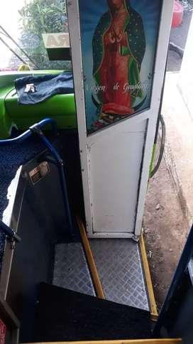 Vendo bus Hino AK con acciones y derechos