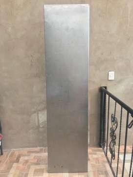 VENDO Meson acero inoxidable para anclar a pared en Buen estado