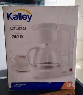Se vende Cafetera Kalley 10/10 nueva