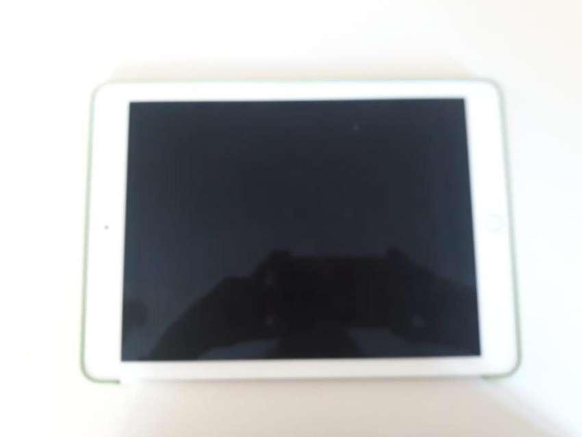 Vendo iPad Pro 9.7 con Teclado Original 0