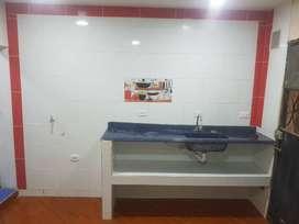 Habitación con cocina baño y parqueadero para moto