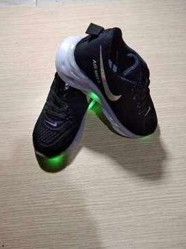 zapatillas nuevas surtidas para niñas y niños