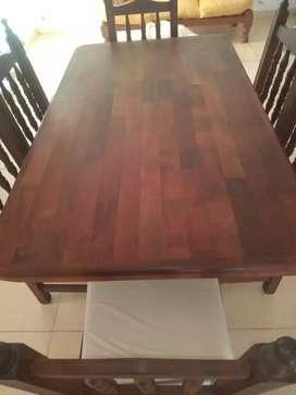 Vendo Juego de Comedor , mesa de algarrobo con seis sillas