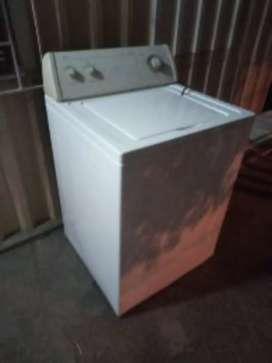 Lavadora Whirlpool americana de 30 libras en buen estado full de funcionamiento