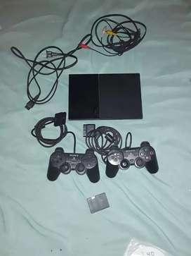 vendó Playstation 2 con Dos controles una memoria de 8 gigas y juegos