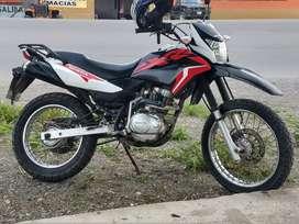 Moto Honda XR 150 L recién enllantada con Rinaldi