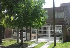 Dueño vende exelente duplex parque luro