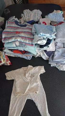 Vendo ropa de bebe en excelente estado.