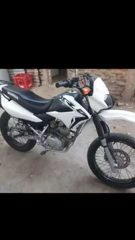 Vendo hermosa honda xr 125cc en perfectas condiciones nada x hacerle .su co sulta no molesta.