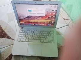 En venta, Macbook early 2009, color blanco, en buen estado