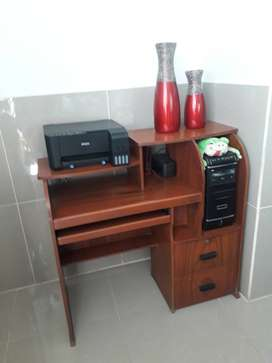 REMATO: Escritorio para computadora de madera + corredor para teclado + cajones respectivos(usado)