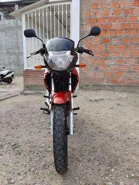 Vendo Moto Yamaha YBR125ESD Modelo 2013 en buen estado