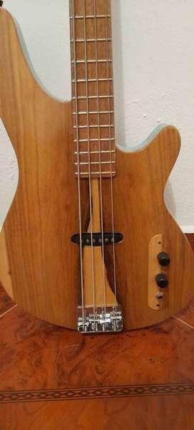 Bajo 4 cuerdas de luthier