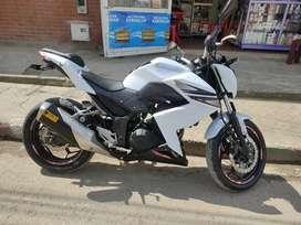 Vendo hermosa Kawasaki Z250