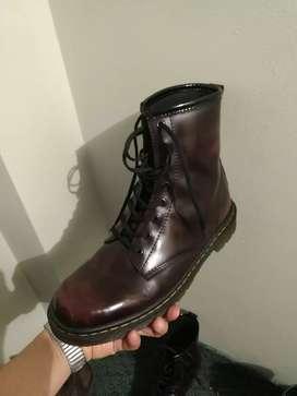 botas  estilo dr marteens en cuero envejecido nuevas