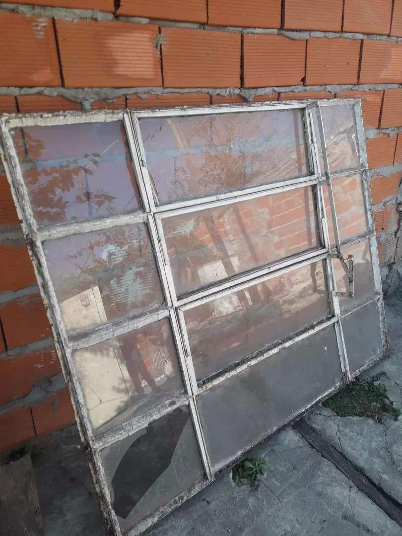 Vendo ventanal les falta uno par de vidrios ponerle 0