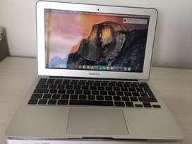 Macbook Air 2011 de 2GB Como nuevo.