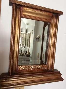 ESPEJO biselado, Cristal de Roca, marco tallado en madera, mediano, antiguo.