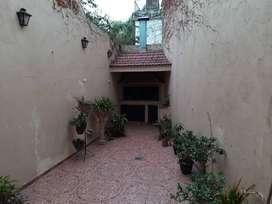 SAN LORENZO y BV OROÑO, INTERNA, 300 M2 terreno, 4 habitaciones, 2 baños, 2 PATIOS