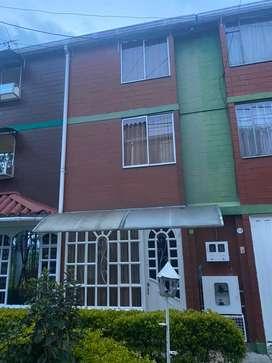 Casa de tres pisos Zona Franca - Fontibon