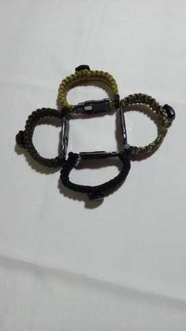 pulseras para excursionistas o exploradores.