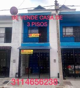 SE VENDE CASA 3 PISOS BARRIO BALCONES DE LA CAROLINA VÍA KIRPAS