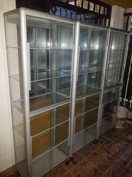 Se venden vitrinas en aluminio