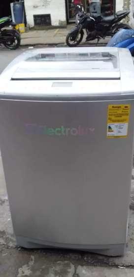 Se vende lavadora electrolux de 30 libra 3meses de carantia acarreo incluido