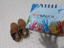 lindos zapatos talla 30.para niño