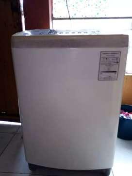 Se vende lavadora, automática marca LG.