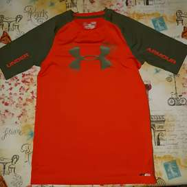 Remera Under Armour con bloqueo solar para niño/a