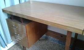 Vendo 2 (dos) escritorio con cajonera