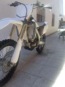 vendo yamaha 250 yzf ecelente moto solo amateur