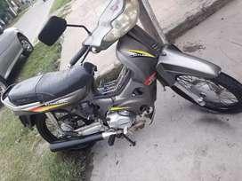 Vendo moto con todos los papeles losta para tranferir vtv anda joya