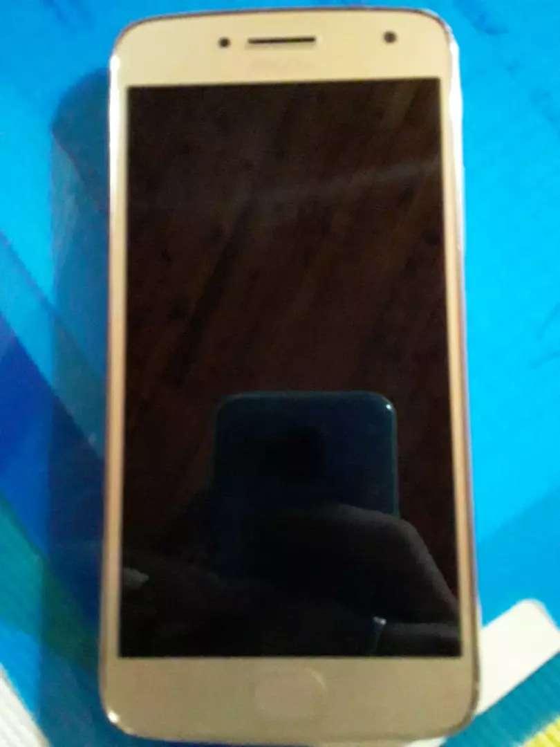 Se cambia motorola g5 plus más 30 mil pesos por celular con gravador de pantalla ejemplo el P smart 0